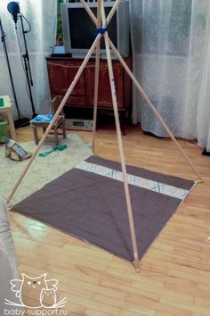 How to make a homemade teepee hideaway for your children Diy Tipi, Diy Teepee Tent, Teepee Party, Tent Tarp, Sleepover Party, Slumber Parties, Diy For Kids, Crafts For Kids, Kids Tents
