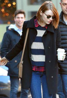 12/27 #エマ・ストーン #ボーダーニット #チェックシャツ #スキニーデニム   海外セレブ最新画像・私服ファッション・着用ブランドまとめてチェック DailyCelebrityDiary*
