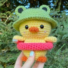 Crochet Teddy, Cute Crochet, Knit Crochet, Crochet Hats, Cute Pattern, Crochet Designs, Plushies, Ducks, Diy Art