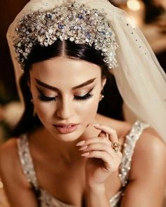 Beautiful Wedding Gowns, Wedding Veils, Dream Wedding Dresses, Wedding Bride, Bridal Dresses, Wedding Day, Beautiful Flowers, Princess Prom Dresses, Bride Hair Accessories