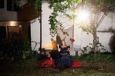 Chiara Renzi_Santa Rita_Santa degli impossibili per piccole cose (domestiche) in San Lorenzo per Estate Fiorentina Azioni performative in case, ambienti domestici e spazi privati messi a disposizione da cittadini del Centro Storico. progetto di F.C. Francesca Campigli post-land.com Fotografie di Simone Donati / TerraProject