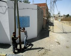 As ruas anónimas. Algures pela Tunísia... Lugares onde, até parece impossível... Fotografia com câmara digital: Canon EOS 450D e Samsung WB1000