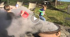 Crianças Limpam Lareira De Exterior Com o Equipamento Errado http://www.desconcertante.com/criancas-limpam-lareira-de-exterior-com-o-equipamento-errado/