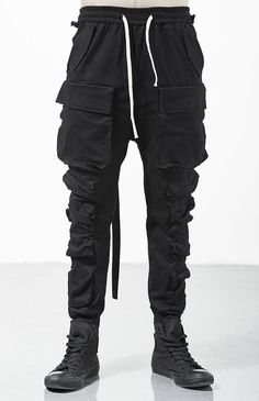 Relaxed Cutting Multi-pocket Cargo Construction Casual Tooling Streamers Beam Tactical Pants – Men's style, accessories, mens fashion trends 2020 Cool Outfits, Casual Outfits, Men Casual, Fashion Outfits, Mens Fashion Pants, Men Fashion, Fashion Tips, Apocalyptic Fashion, Tactical Pants