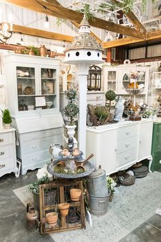 Selling vintage and household items - all white space vintage booth display, anti