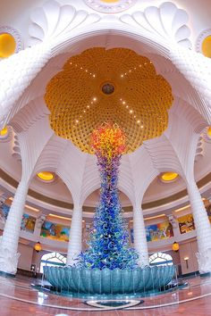 Dale Chihuly, glass sculpture. Lobby of The Atlantis, Dubai.