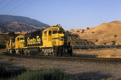 1986-06-22 ATSF 2913 Caliente, CA - In the early morning light a westbound Santa Fe intermodal exercises its trackage rights on the SP Mojave Subdivision at Caliente, CA.