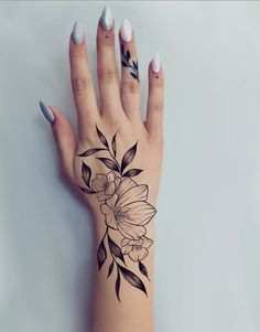 hand tattoo ideas from women celebrities that love ink 12 ~ thereds.me hand tattoo ideas f Cute Hand Tattoos, Hand Tattoos For Women, Small Hand Tattoos, Meaningful Tattoos For Women, Little Tattoos, Unique Tattoos, Sexy Tattoos, Sleeve Tattoos, Mini Tattoos