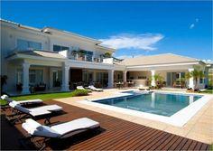 As Piscinas em Casa vem se tornando cada vez mais comum, confira informações sobre Preços, acessórios, além de 18 modelos de piscina em casa para inspirar.