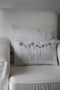Grey on white. M(Diy Pillows Embroidery) Pillow Embroidery, Cross Stitch Embroidery, Hand Embroidery, Machine Embroidery, Sewing Pillows, Diy Pillows, Cushions, Free Motion Embroidery, Embroidery Patterns
