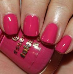 Vampy Varnish - Essence Ultimate Pink