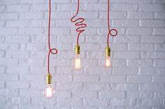 Lampy w czerwonej oprawce vintage: http://www.sklep.imindesign.pl/nasze-galerie/vintage-wnetrza