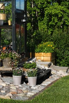 Here´s a pic from the front of my greenhouse. Diy Greenhouse, Patio, Garden, Outdoor Decor, Plants, Home Decor, Garten, Decoration Home, Room Decor