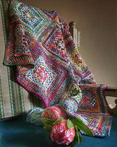 Transcendent Crochet a Solid Granny Square Ideas. Inconceivable Crochet a Solid Granny Square Ideas. Motifs Granny Square, Crochet Squares Afghan, Granny Square Blanket, Crochet Quilt, Crochet Blocks, Granny Square Crochet Pattern, Crochet Granny, Love Crochet, Granny Squares