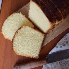 a protože to tu poslední dobou trochu flákám, pochlubím se ještě máslovou brioškou podle Romana Vaňka, kterou jsem za poslední dva týdny pekla už celkem hodněkrát 😊 nejčastěji si ji dáváme k snídani jako francouzský toast s džemem a ovocem 😋 #frenchcuisine #frenchbaking #brioche #butterbrioche #brioska #bakingmom #homebaker #cakestagram #instabake #peceni #foodlover #czech #avecplaisircz Butter Brioche, Brie, Food And Drink, Food And Drinks, Food Food