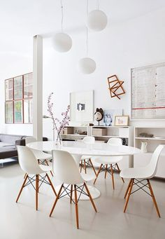 Love the simplicity of this beautiful room. Saarinen Tables with Eames Molded Side Chairs are really what mid-century decor is all about. Shop this style at Smart Furniture!