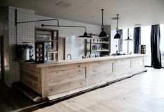 Space and good design aren't exclusive to a large kitchen — all you need are some good small kitchen deco Cafe Design, Deco Design, Layout Design, House Design, Design Ideas, Deco Restaurant, Restaurant Design, Commercial Design, Commercial Interiors