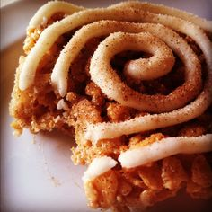 cinnamon roll rice krispie treats// so good... this seems very different, will give it a try sometime.