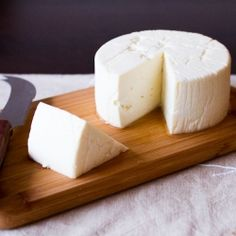 Home Made Queso Fresco. How to make Queso Fresco or 'fresh cheese' at home. Milk Recipes, Cheese Recipes, Mexican Food Recipes, Making Cheese At Home, How To Make Cheese, Cocina Natural, Shrimp And Rice, Queso Fresco, Homemade Cheese
