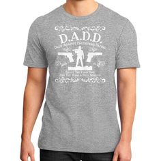 Fashions dadd District T-Shirt (on man)