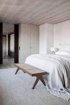 A Neutral Color Palette And Bespoke Interiors Define This Sophisticated Apartment In Spain - IGNANT - Home Decor Estilo Interior, Interior Desing, Home Interior, Interior Plants, Interior Modern, Interior Lighting, Minimalist Interior, Minimalist Bedroom, Cute Home Decor