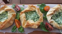 Ricotta and Spinach Filo Pie Low Calorie Recipes, Spanakopita, Ricotta, Spinach, Spices, Healthy Eating, Vegetables, Ethnic Recipes, Eating Healthy
