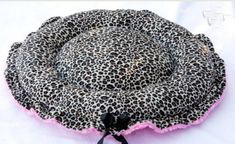 Spring Special Minky Couture Doggie Bed Leopard Print With Hot Pink Medium Puppy Beds, Pet Beds, Dog Bed, Cat Scratching, Dog Coats, Pet Supplies, Hot Pink, Sewing Projects, Sewing Patterns