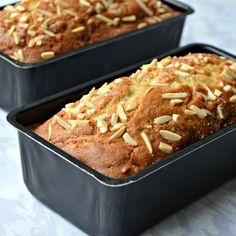 Almond and Date Loaf Cake - this moist loaf cake is made with yogurt, chopped dates, toasted almonds and a hint of nutmeg. Baking Recipes, Cake Recipes, Dessert Recipes, Cupcakes, Cupcake Cakes, Fruit Cakes, Date Loaf, Yogurt Bread, Kolaci I Torte