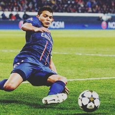 Thiago Silva has always been a great defender to me but after watching him live last night I think he's definitely one of the world's best. His timing is so impeccable - him intercept four goal scoring passes in 90 minutes - all with last ditch w'll anticipated tackles! #footyscout #football #soccer #footy #thebeautifulgame #instasoccer #instalike #soccerplayer #soccerislife #footballer #blogger #follow #love #me #soccergame #futbol #footballclub #soccerball #footballmatch #instadaily…