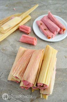 Aprende a preparar unos deliciosos tamales de fresa. Una deliciosa opción dulce de tamales que a todos les encanta. Receta sencilla y fácil de preparar.