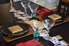 Bond tablescape james bond theme, james bond party, birthday p James Bond Party, James Bond Theme, Casino Night Party, Casino Theme Parties, Casino Royale, Dinner Recipes For Kids, Kids Meals, Ellen Allien, Prom Themes