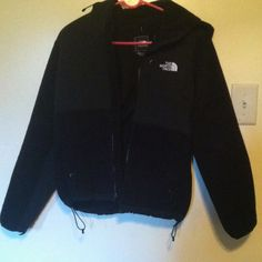 Brand New Women's Condor Tri-Climate ⭐️PERFECT FOR THE UPCOMING WINTER; Rain and Snow Resistant Material⭐️MAKE ME AN OFFER⭐️ I only wore this jacket maybe a total of 6 times last winter - it's only flaw is that it doesn't fit me anymore. It is still in store bought condition. • It has a hood, and 3 pockets (that zipper closed) in total. • It also has the classic North Face design of strings that can tighten the waistband of the jacket to help it fit to your body better. North Face Jackets…