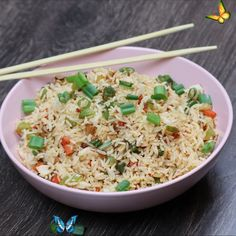 Veg Schezwan Fried Rice Recipe - Chinese Schezwan Rice Presenting you Vegetable Schezwan Fried Rice Recipe made from homemade Schezwan Sauce. It gives a perfect Indo-Chinese taste and tastes best with Manchurian gravy or any starter you may like. It tops the list of kids and many food enthusiasts. Try this Chinese and Indian blend of awesomeness at your home 😊<br> Seasoned Rice Recipes, Vegetarian Rice Recipes, Vegetarian Gravy, Spicy Recipes, Vegetable Recipes, Indian Food Recipes, Asian Recipes, Healthy Recipes, Crab Recipes