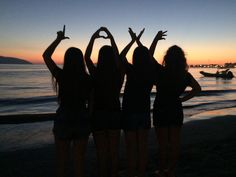 friendship discovered by Lol on We Heart It – girl photoshoot Cute Friend Pictures, Best Friend Pictures, Picture Poses, Photo Poses, Best Friend Drawings, Best Friend Photography, Friend Poses, Cute Friends, 4 Best Friends