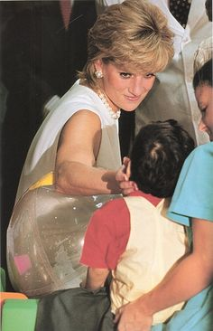 June 1996: Diana, Princess of Wales visiting the Hospice In The North Western Memorial Hospital In Chicago, USA.
