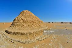 Photo : Rock Formation in White Desert, Libyan Desert, Sahara Desert, New Valley Governorate, Egypt