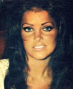 Elvis Presley @ the International Hotel, Las Vegas 1969 Elvis Und Priscilla, Priscilla Queen, Young Priscilla Presley, Elvis Presley Family, Elvis Presley Photos, Lisa Marie Presley, Timeless Beauty, Classic Beauty, Facial