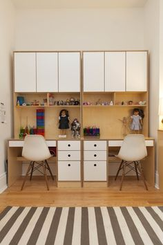 Twin symmetrical desks with cabinets, pencil drawers and storage above. Made to size to save space. Study Table Designs, Study Room Design, Study Room Decor, Kids Room Design, Home Room Design, Home Office Design, Bed Design, Home Interior Design, Study Room Kids