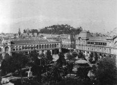 Panorámica de la Plaza de Armas de Santiago en el año 1915.