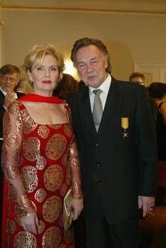 Pia Viheriävaara ja Kari Tapio vuonna 2003. Famous People, Saree, Fashion, Moda, Fashion Styles, Sari, Fashion Illustrations, Saris, Sari Dress