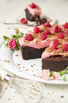 Maailman paras ja helpoin suklaakakku on mutakakku eli mudcake Ice Cream Pies, Just Eat It, Hot Chocolate Recipes, Sweet Cakes, Desert Recipes, Let Them Eat Cake, Just Desserts, Sweet Treats, Sweet Tooth