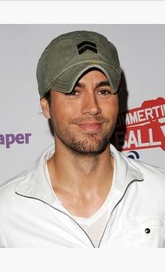 Awesome Cool Enrique Iglesias Wallpapers and Gifs http://www.designsnext.com/?p=33243