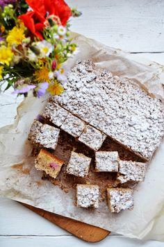 Kuchnia w zieleni: Proste ciasto z rabarbarem Feta, Dairy, Bread, Cheese, Sweet, Interior, Blog, Candy, Indoor