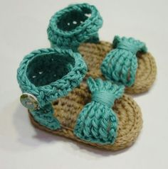 New If you like knitting, we will give you some ideas to create great shoes for . New If you like knitting, we give you some ideas to make great shoes for . Liane Möller Baby New If you like knitting, we will give you some ideas Booties Crochet, Crochet Baby Sandals, Baby Girl Crochet, Crochet Shoes, Love Crochet, Crochet For Kids, Knit Crochet, Crochet Baby Blanket Beginner, Baby Knitting