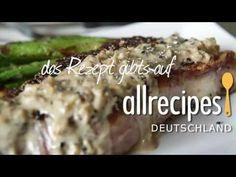 Steak richtig braten - dieses Video für Pfeffersteak (Steak au poivre) zeigt, wie man Steak mit Pfefferkruste in der Pfanne zubereitet und danach noch eine leckere Sahensoße macht. Das Rezept gibts auf Allrecipes Deutschland: http://de.allrecipes.com/rezept/13323/pfeffersteak--steak-au-poivre-.aspx