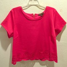 Forever 21 crop top Beautiful pink crop top! Never worn, only tired on Forever 21 Tops Crop Tops