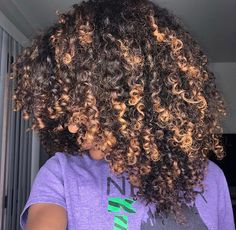 Hair color curly ombre natural curls ideas for 2019 Black Girl Curly Hairstyles, Girls Natural Hairstyles, Curly Hair Styles, Natural Hair Styles, Natural Hair Highlights, Dyed Natural Hair, Natural Curls, Dye My Hair, New Hair