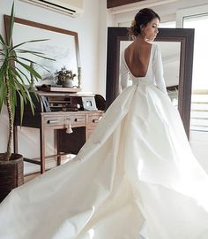 Long Sleeve Wedding Dress Couture Backless Ball Gown Wedding Dress 2018 Puffy Soft Satin Long Sleeves Bridal Gowns with Pockets Elegant Scoop Bride Dresses vestido de noiva Disney Wedding Dress, Wedding Dresses 2018, Bridal Dresses, Champagne Wedding Dresses, Wedding Dressses, Bridesmaid Dresses, Ruben Hernandez Costura, Backless Wedding, Gown Wedding