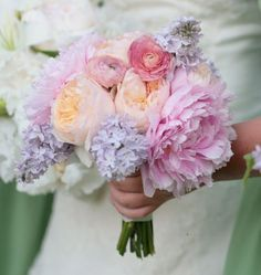 Peach and purple bouquet inspiration {via bouquet-bouquet.com} - see more at http://themerrybride.org/2014/06/26/peach-and-purple-wedding/
