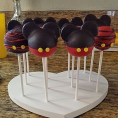 Love it! Mickey Mouse Cakes Pops Displayed in a Heart Cake Pop Stand